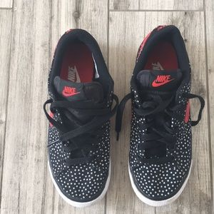 Woman's Nike Match Supreme Size 6